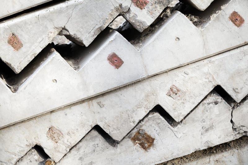Gli elementi concreti grigi delle scala sono impilati fotografia stock