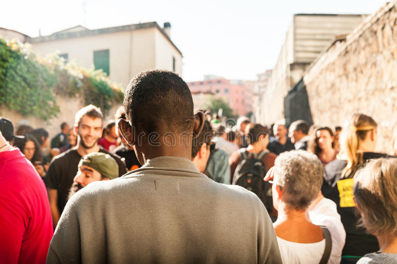 Gli immigrati marciano a Roma che chiedono l'ospitalità per i rifugiati Roma, Italia, l'11 settembre 2015 immagini stock