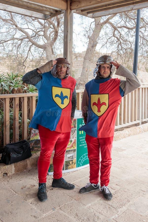 Gli impiegati del parco nazionale del ` s di Cesarea stanno all'entrata per parcheggiare fotografie stock libere da diritti