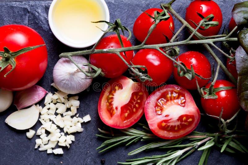 Gli ingredienti della salsa si chiudono sulla foto fotografie stock libere da diritti