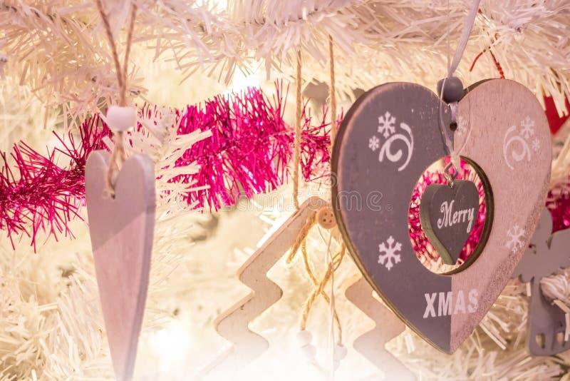 Gli ornamenti della decorazione di Natale si chiudono su fotografie stock libere da diritti