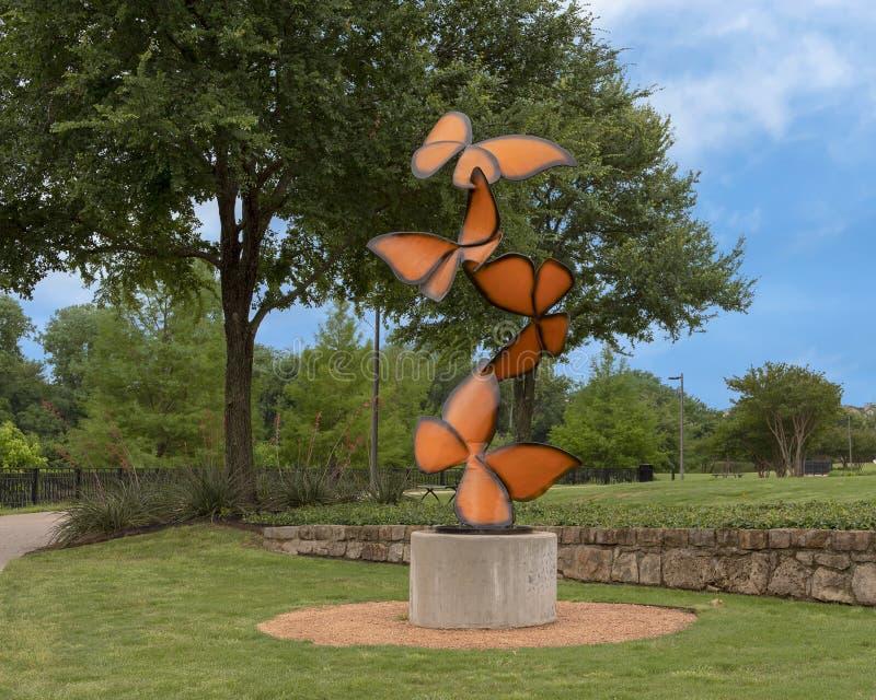 ?Gli sbattimenti di vita da ?, una scultura d'acciaio da Laura Walters Abrams hanno individuato nel parco di Watercrest, Dallas,  fotografia stock libera da diritti