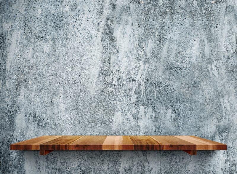 Gli shelfs di legno vuoti sulla parete di pietra grigia di lerciume, deridono sul modello fotografia stock libera da diritti