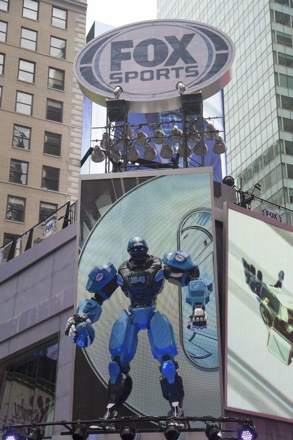 Gli sport di Fox hanno trasmesso per radio la costruzione stabilita in corso sul Times Square durante la settimana di Super Bowl X fotografia stock libera da diritti