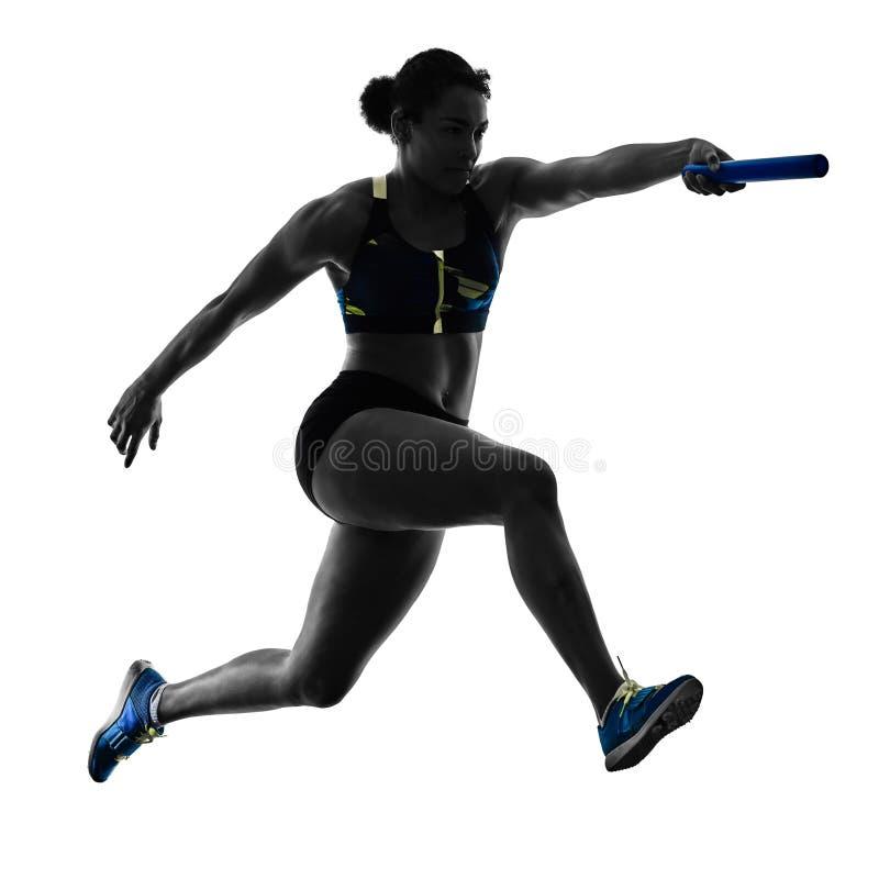 Gli sprinter dei corridori di relè di atletica che eseguono i corridori hanno isolato il silho immagine stock