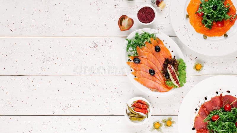 Gli spuntini dei frutti di mare hanno affettato gli aperitivi dell'assortimento del pesce immagini stock libere da diritti