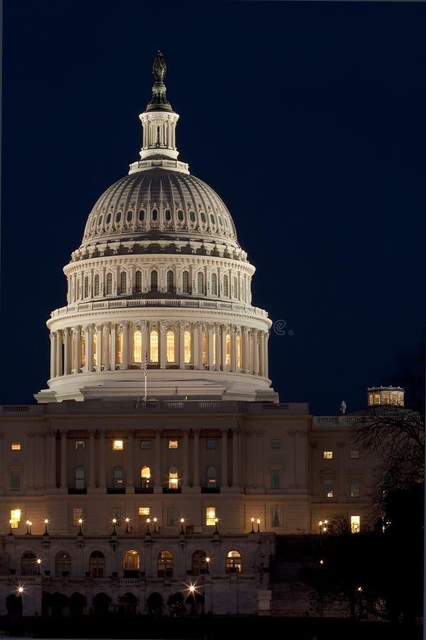 Gli Stati Uniti Campidoglio alla notte immagini stock