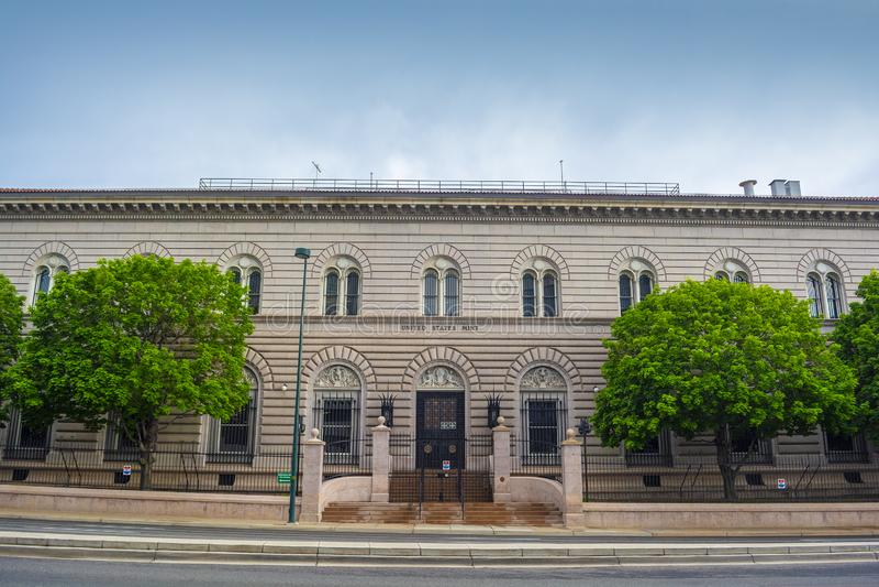 Gli Stati Uniti Denver Mint a Denver, Colorado durante il giorno immagini stock libere da diritti