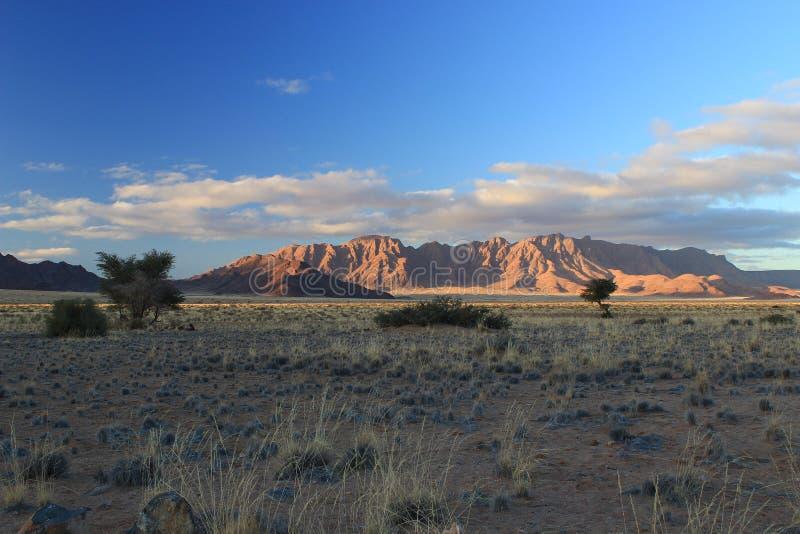 Gli ultimi raggi di luce su Sesriem, nel deserto di Namib Namibia fotografia stock