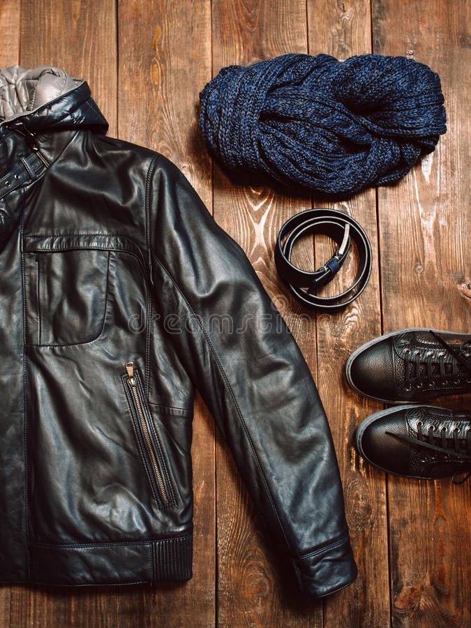 Gli uomini dell'inverno riscaldano il panno fotografie stock