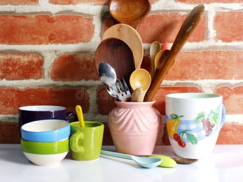 Gli utensili della cucina si chiudono sulla natura morta fotografia stock libera da diritti
