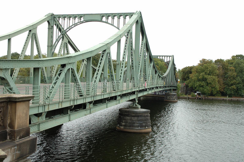 Glienicker bro i Potsdam fotografering för bildbyråer