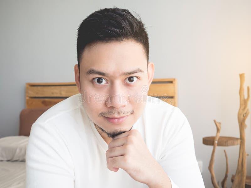 Glimlach Aziatische mens stock foto's