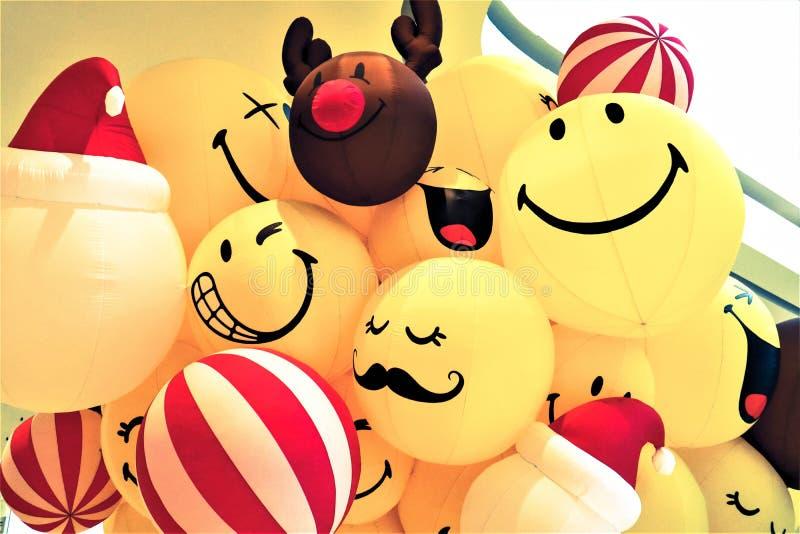 Glimlach gele ballon royalty-vrije stock fotografie