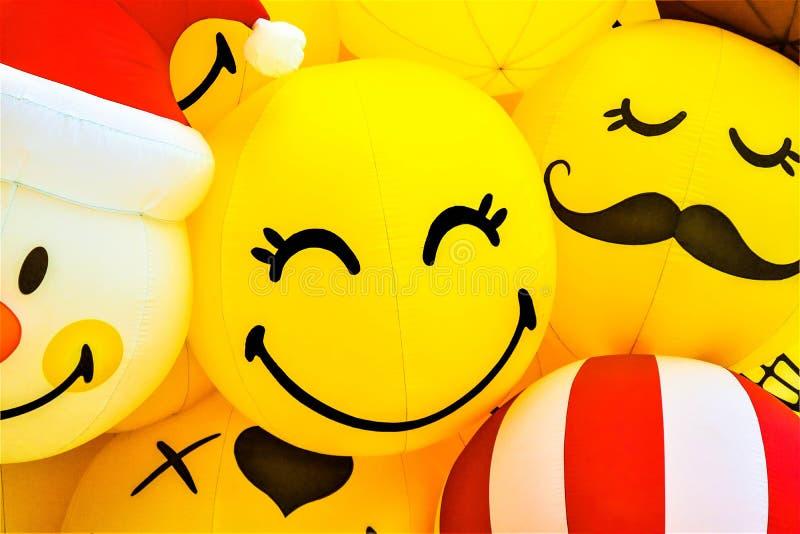 Glimlach gele ballon stock foto's