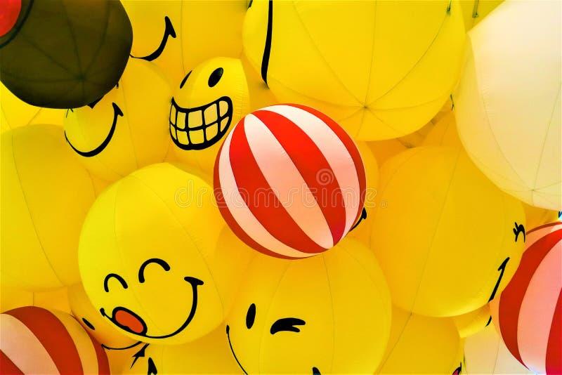 Glimlach gele ballon royalty-vrije stock afbeelding