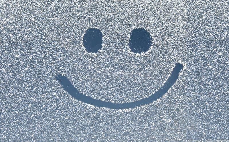 Glimlach op sneeuwvenster royalty-vrije stock afbeeldingen