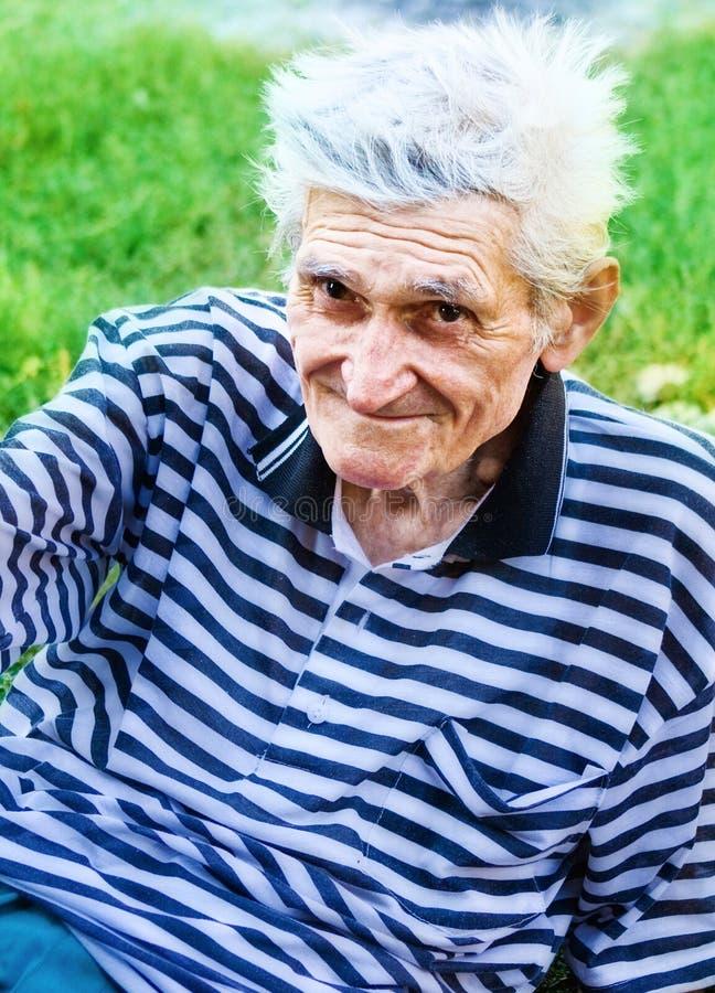 Glimlach van de één hogere oude mens royalty-vrije stock afbeelding