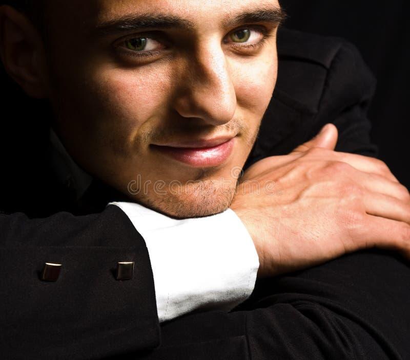 Glimlach van de elegante knappe mens met sensuele ogen stock foto