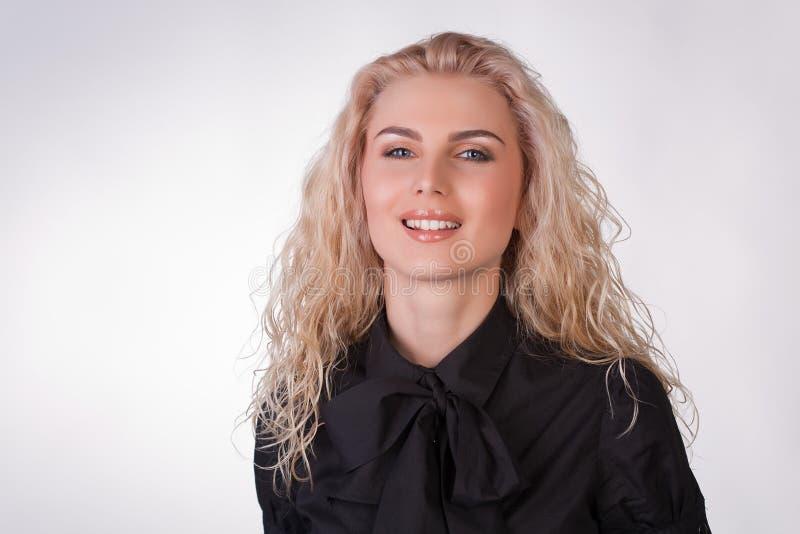 Glimlachend aardig jong meisje royalty-vrije stock foto