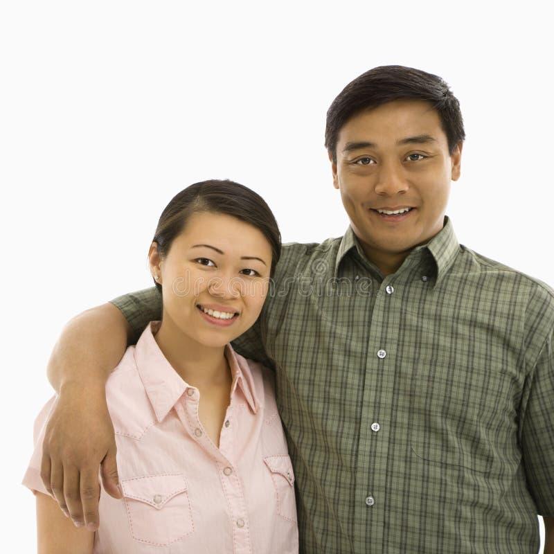 Glimlachend Aziatisch paar. stock afbeeldingen