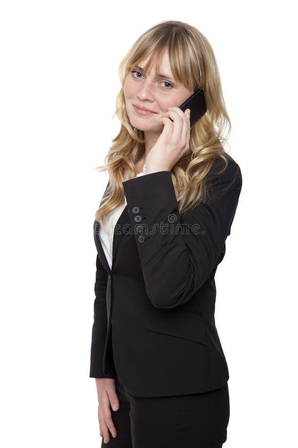 Glimlachend Bureau Dame While Calling stock afbeelding