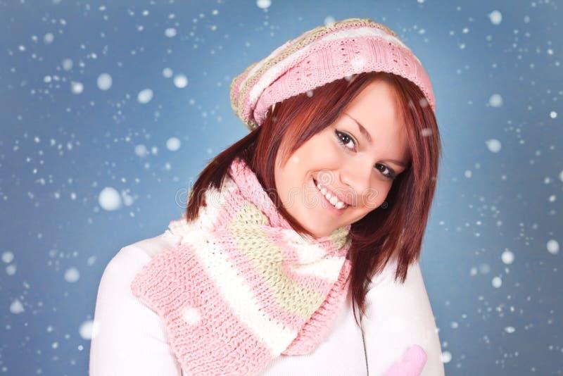 Glimlachend de wintermeisje royalty-vrije stock afbeelding