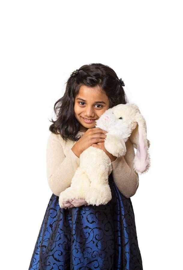 Glimlachend Indisch Meisje met Konijntje stock afbeeldingen