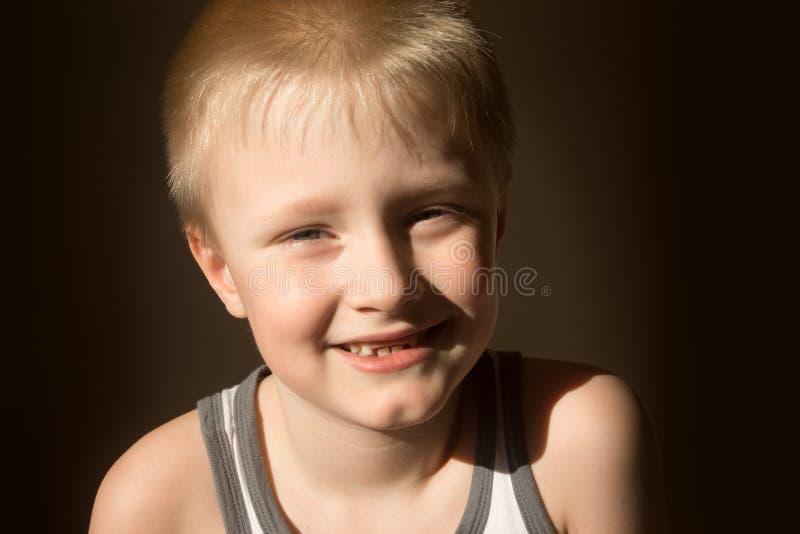 Glimlachend kind (jongen) royalty-vrije stock afbeelding