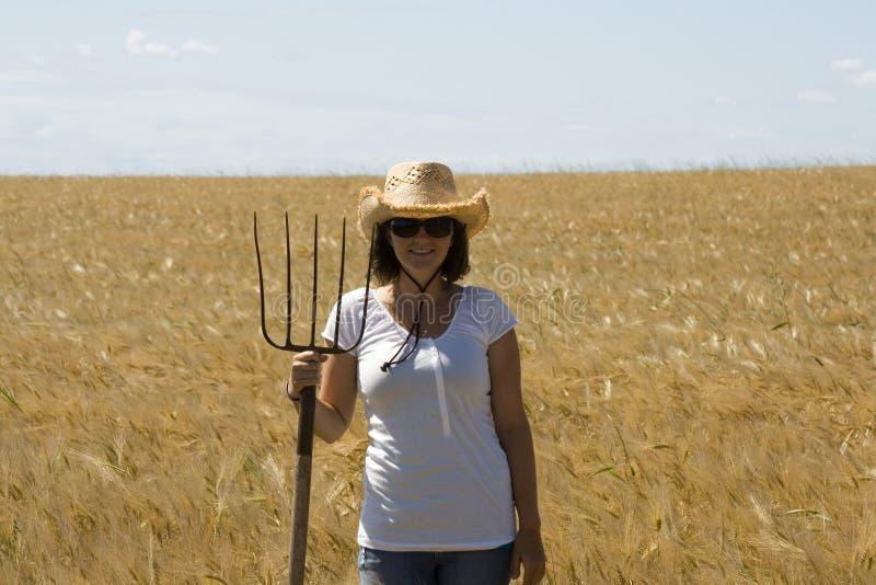 Glimlachend landbouwbedrijfmeisje royalty-vrije stock afbeelding
