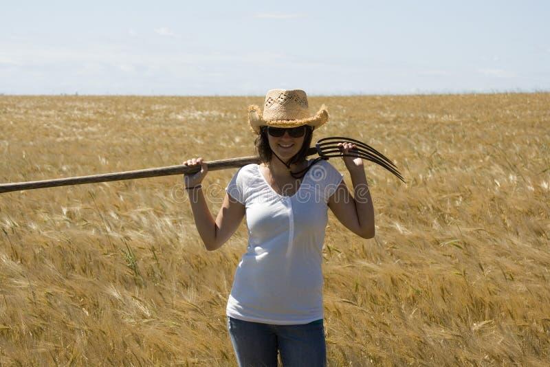 Glimlachend landbouwbedrijfmeisje stock foto