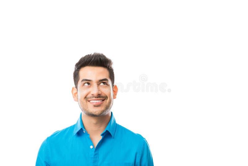 Glimlachend Mannetje die in Copyspace over Witte Achtergrond bekijken stock fotografie