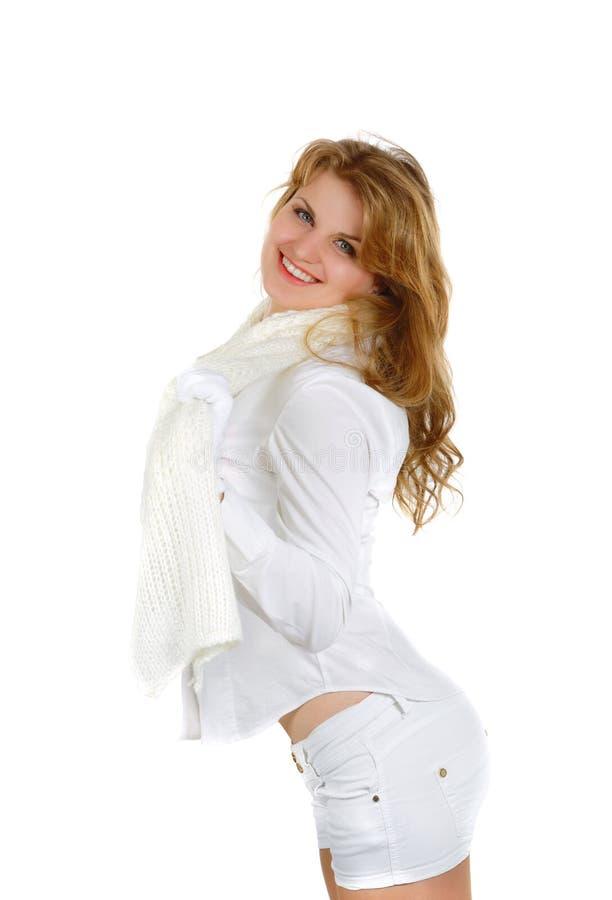 Glimlachend meisje in borrels en met een sjaal royalty-vrije stock foto