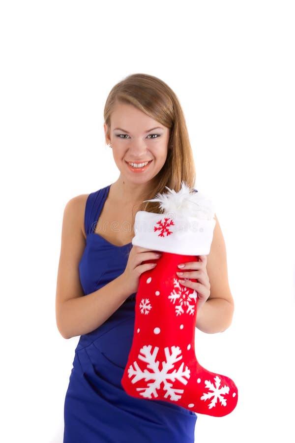Glimlachend meisje dat een rode sok van Kerstmis houdt stock fotografie