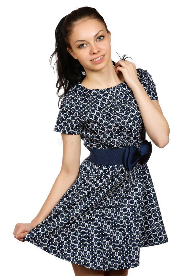 Glimlachend meisje in een kleding met een boog royalty-vrije stock afbeelding
