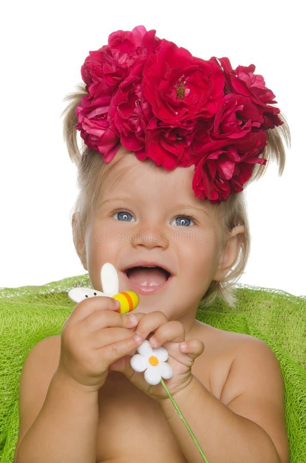 Glimlachend meisje met bloemen stock fotografie