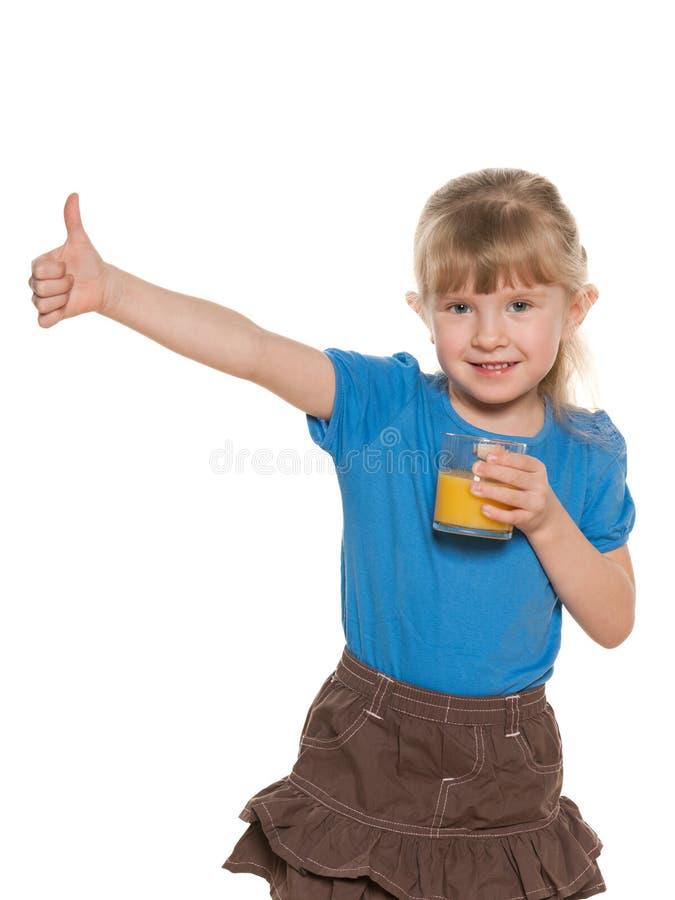 Download Glimlachend Meisje Met Een Glas Jus D'orange Stock Foto - Afbeelding bestaande uit persoon, positief: 29501666