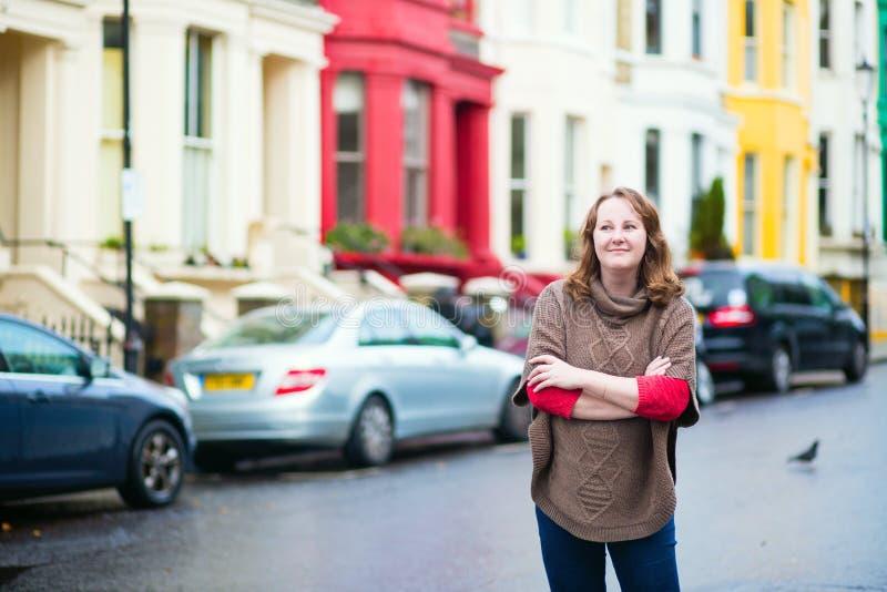 Glimlachend meisje in Notting-Heuvel royalty-vrije stock fotografie