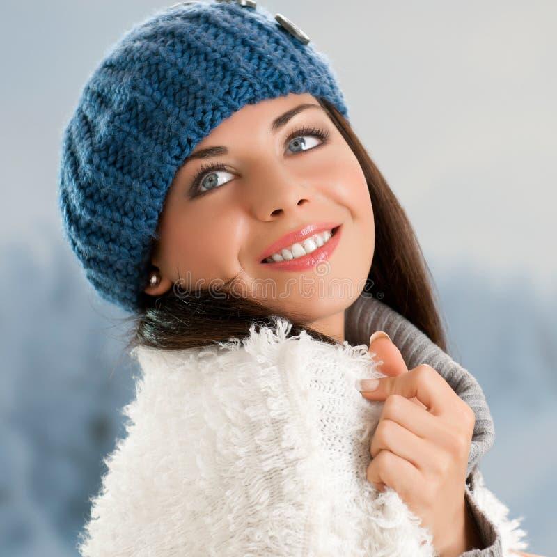 Glimlachend meisje openlucht stock fotografie