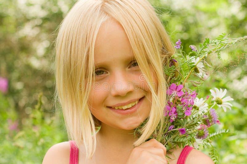 Glimlachend Meisje Openlucht - Mooi Gezicht royalty-vrije stock foto