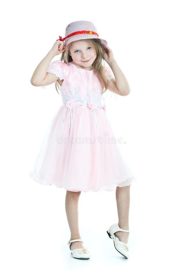 Glimlachend meisje in roze kleding stock fotografie