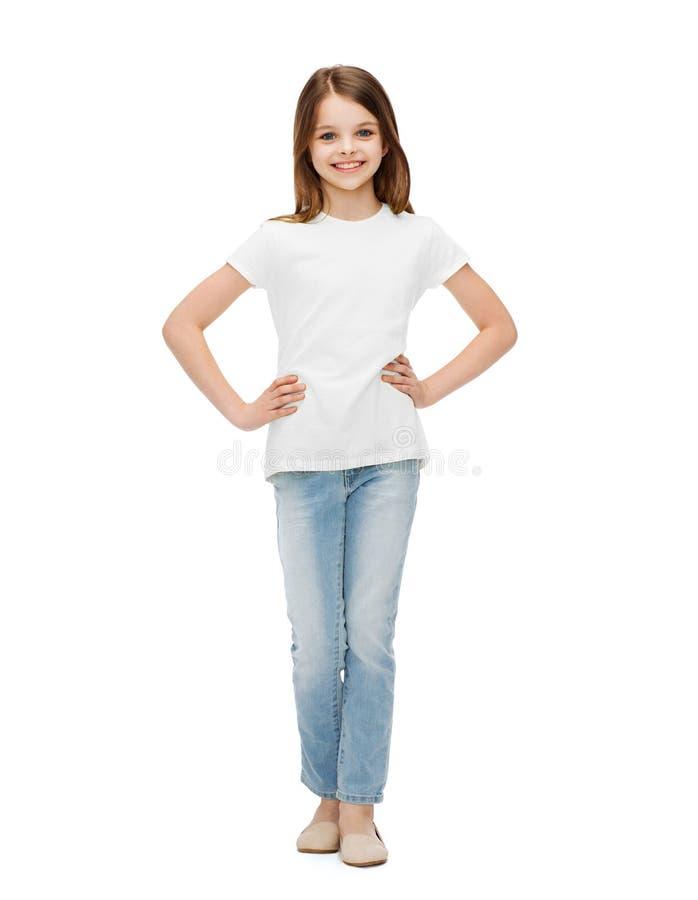 Glimlachend meisje in vrijetijdskleding royalty-vrije stock foto