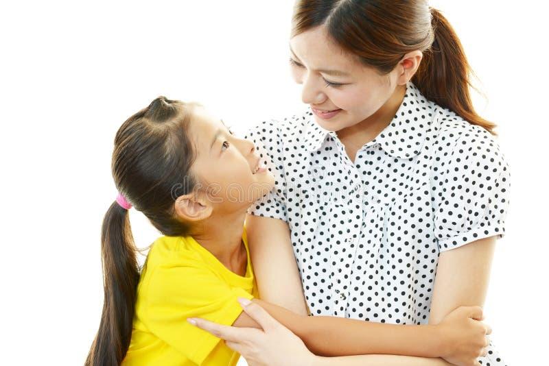 Glimlachend moeder en kind royalty-vrije stock fotografie