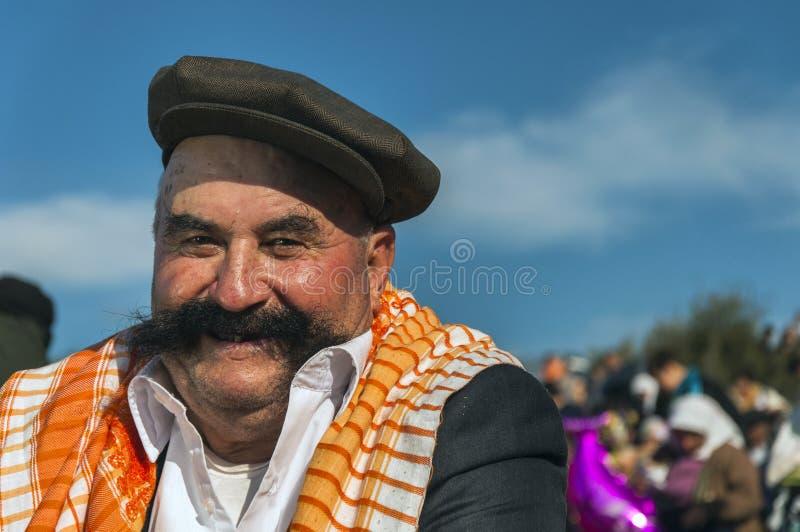 Glimlachend, mustached de Turkse mens royalty-vrije stock afbeelding