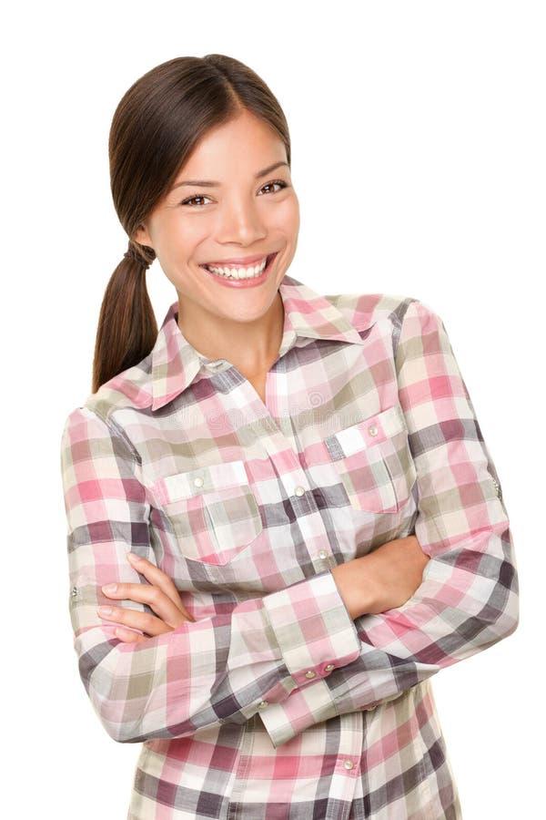 Glimlachend wandelaarmeisje in plaidoverhemd stock afbeelding