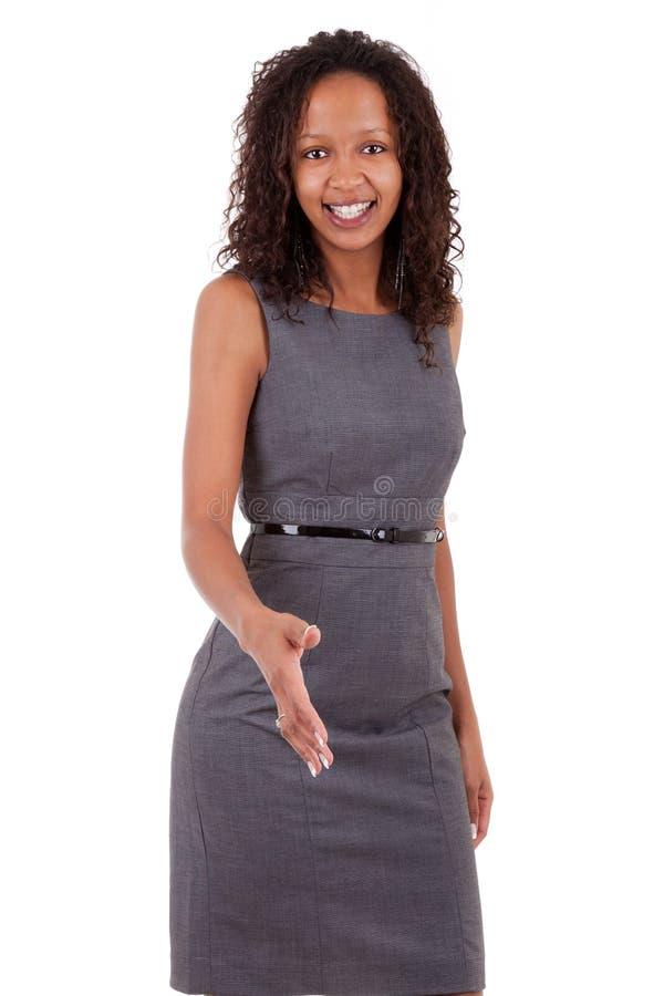 Glimlachende Afrikaanse Amerikaanse bedrijfsvrouw royalty-vrije stock foto