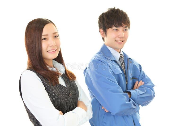 Glimlachende arbeider met bedrijfsvrouw stock foto's