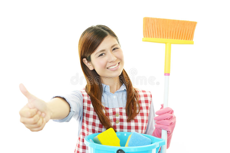 Glimlachende Aziatische huisvrouw stock afbeelding