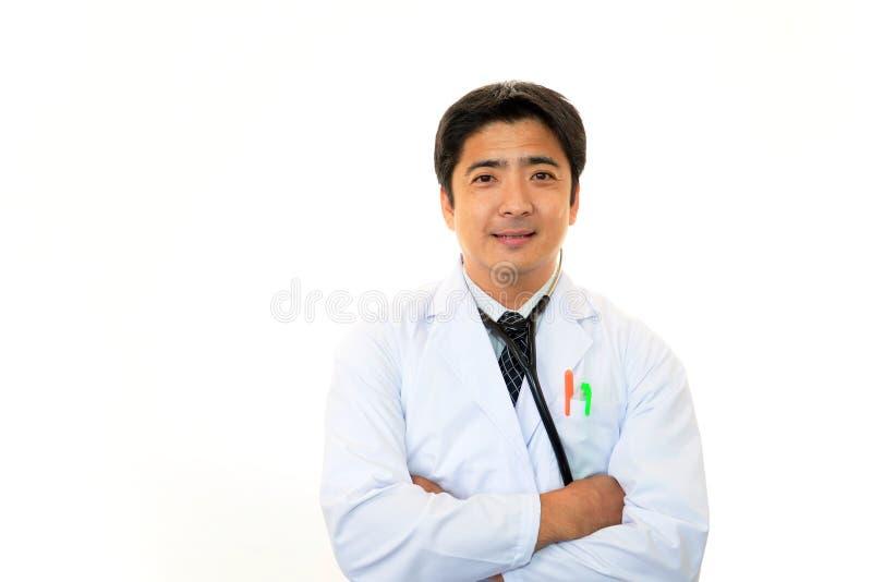 Glimlachende Aziatische medische arts stock afbeeldingen
