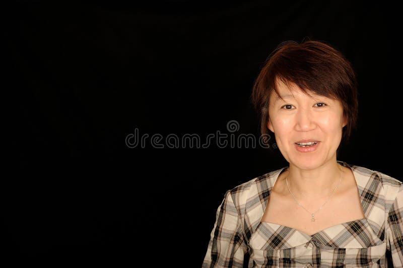 Glimlachende Aziatische vrouw stock foto